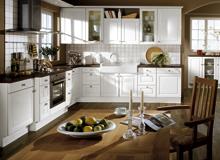 Landhausküchen - Mit traditionellem Charme und Wohlfühl-Charakter wird Ihre Landhausküche zum beliebten Familien-Treffpunkt. Markante Blickfänge, warme Holzfarbtöne, hochwertige Qualität, die Küche im Landhaus-Stil besticht durch ihre Details.