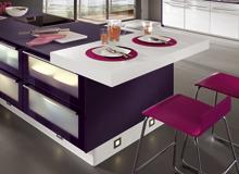 Moderne Küchen - Darf es etwas mehr sein? Frische Farben, moderne Fronten, exklusive Gestaltungsdetails, beeindruckende Variationsmöglichkeiten. Die Auswahl an Extras und Exklusivität ist größer denn je und macht Ihre Küche zum wahren hingucker.